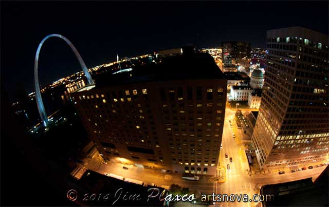 St Louis night view of Gateway Arch